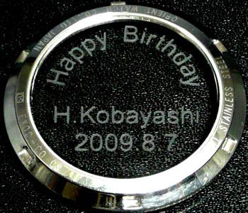腕時計の裏ブタのガラスの文字入れのパターンa