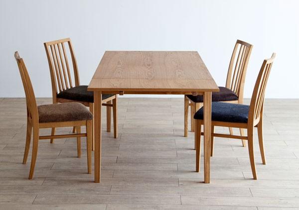 今なら送料無料。使い方に合わせて天板の広さを128cmから188cmに変えられるホワイトオーク材の伸長式ダイニングテーブル フリスク 可変テーブル