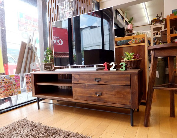 今なら送料無料、質感タップリのアカシヤ材で作った120cm幅テレビ台!リトル 120cm幅テレビボード アイアン素材を使ってヴィンテージテイストでカッコイイ 姫路家具 家具センタームラセ in 森のくに