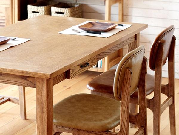 今なら送料無料!便利な引き出し付きのアッシュ材をオイルで仕上げた穏やかな雰囲気が漂う135cm幅ダイニングテーブル アンジー ファッジ 135 テーブル fudge135 table