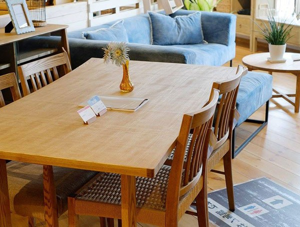 今なら送料無料!特徴あるカーブデザインのゆったり座れる150cm幅の木目感あるナチュラルテイストの長方形ダイニンテーブル アンジー ケレン テーブル Keren table and-g nora.
