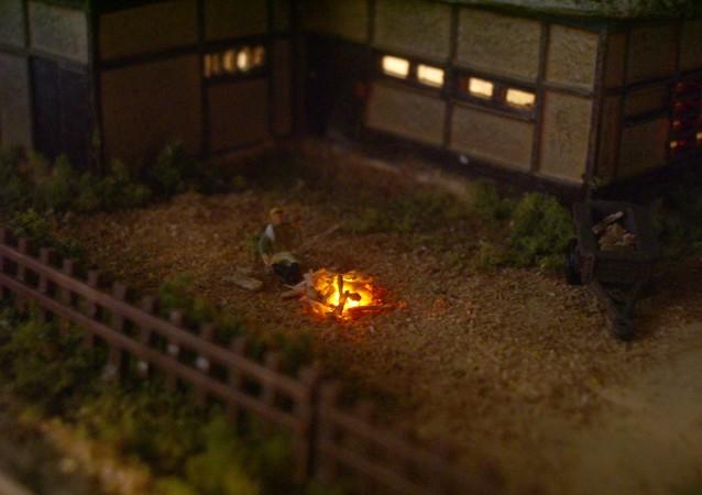 鉄道模型Nゲージミニジオラマ 農家の庭で焚き火をする農夫