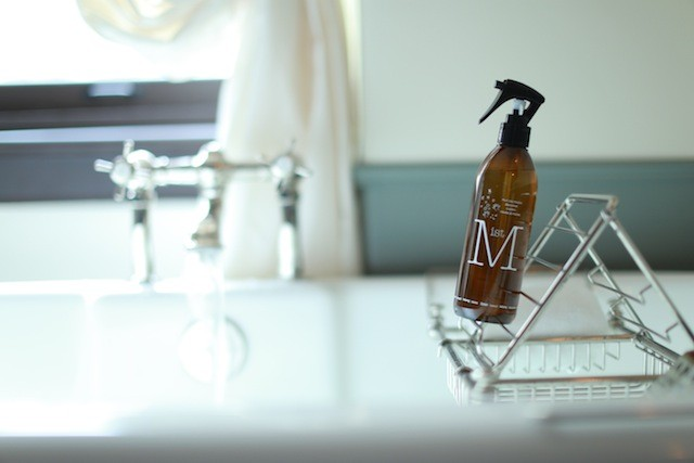 小さな美容室から生まれた化粧品「PUT ON MAGIC」