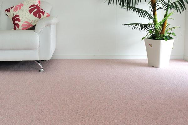 落ち着いた色合いのピンクでリビングや寝室に敷いてリラックス効果を高めてみてください。