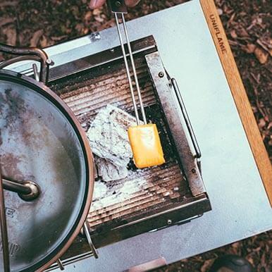 [ツインスキュアー]にチーズやマシュマロを刺して焼くと美味しいんです。