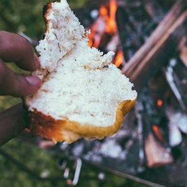 前日に作ったパン生地を[ファイアグリル]と[キャンプ羽釜]を使って実践!