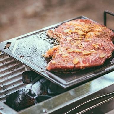 ステーキ肉や分厚い食材を焼くときは[クロテツ]と[ユニセラ]がおすすめ!