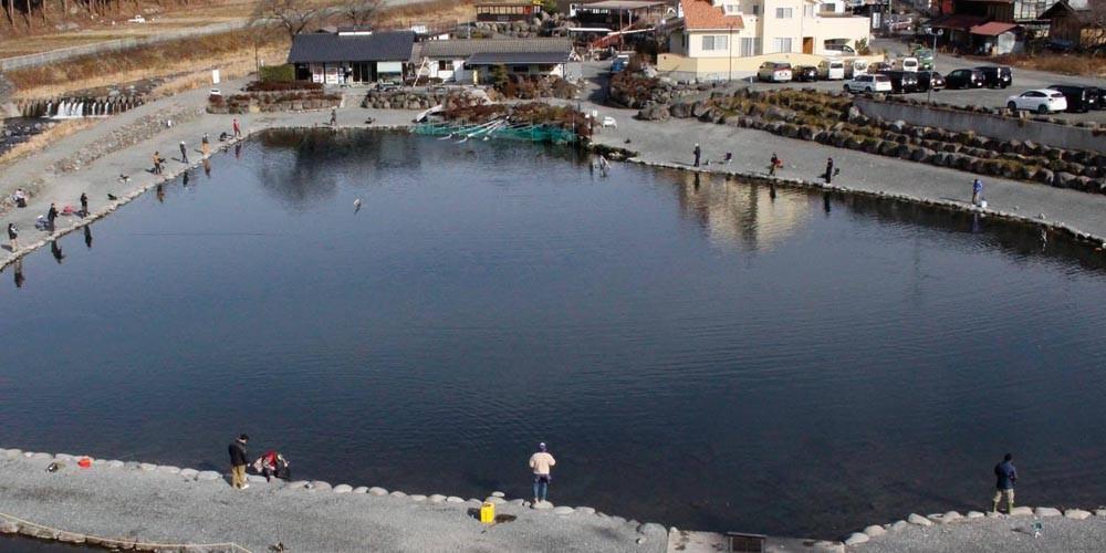 管理釣り場ってどんなところ?「人造湖」