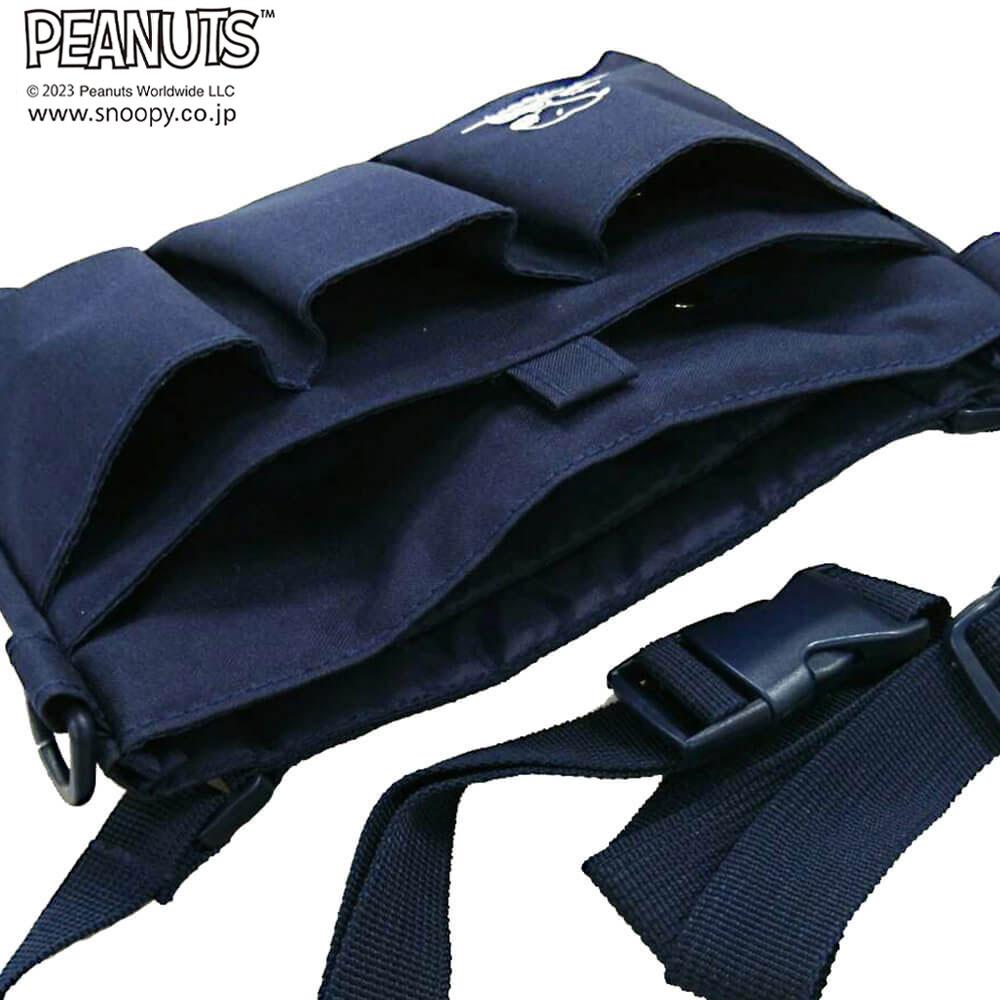 前面は3つの仕分けポケット、真ん中は、面ファスナーで中心が止められて安心です。