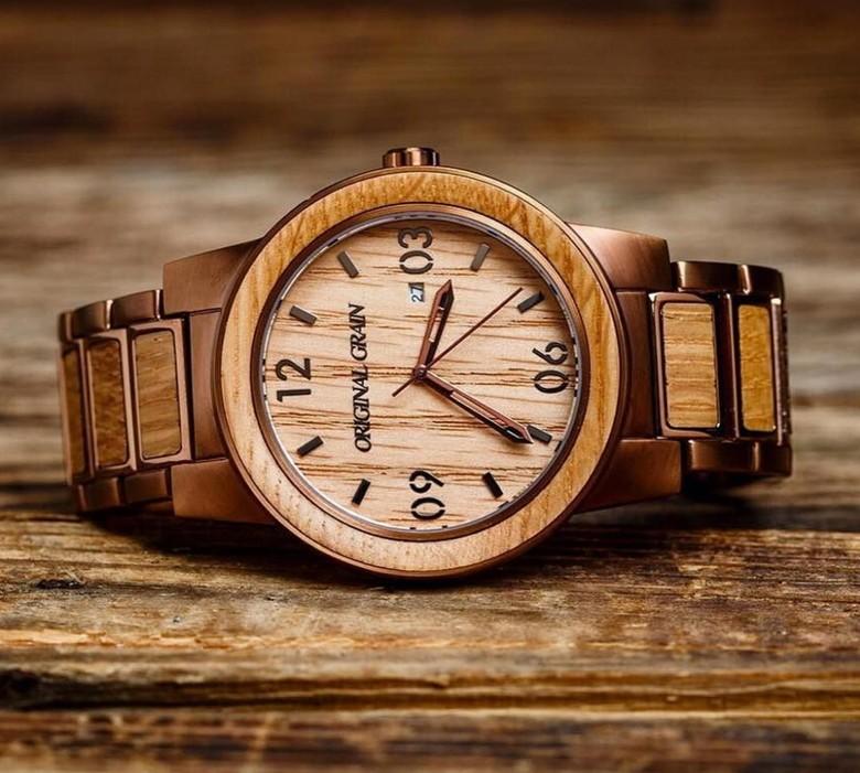 素材を最大限に重視した腕時計。高級感・重厚感あふれる逸品。