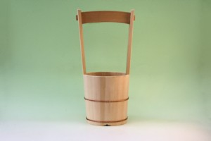 木製柄付き桶