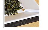 灰皿によく乾かした茶ガラをいれておくと、タバコの臭さが抑えられます。 トイレや玄関に置けば、消臭効果と自然な香りの芳香剤としても効果大!