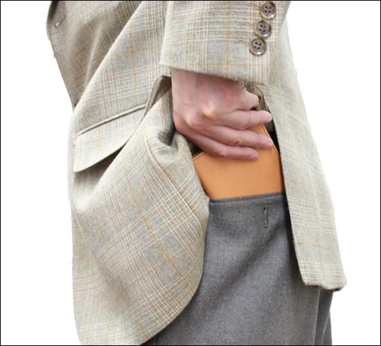 後ろポケットに入れても違和感なく使える