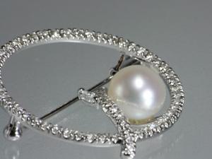 白蝶真珠 ダイヤ入 ブローチ アップ