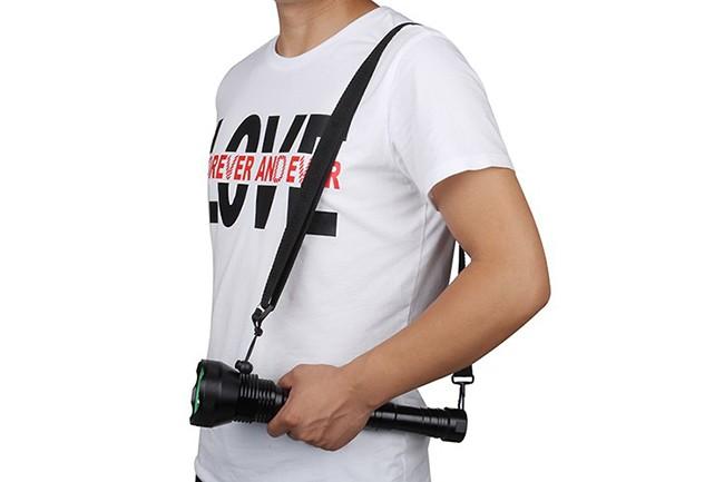 肩に掛けられる強力懐中電灯!持ち運びが便利な仕様に改良しました