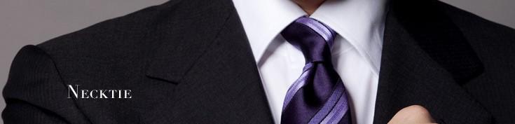 ネクタイを選ぶ