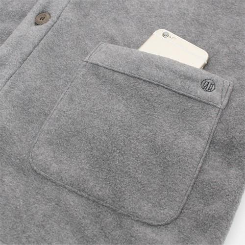便利な「両側ポケット」<br>左側にはブランドロゴ刺繍