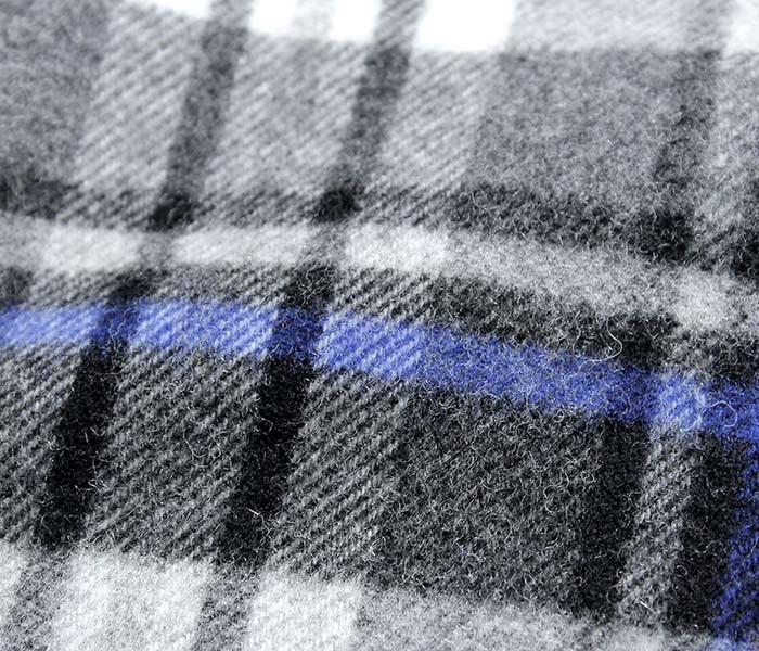 [送料無料]ロイヤルヘザー/ROYAL HEATHER by ジョンストンズ/JOHNSTONS 英国製 ''Grey Stewart with Blue(AU0137)''ラムズウールストール (ROYALHEATHER-STOLE-AU0137(WD000127))
