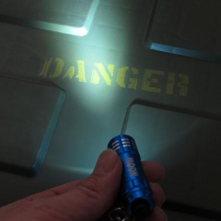 ムーンアイズ LEDライトキーホルダー MOONEYES ブルーの使用例1