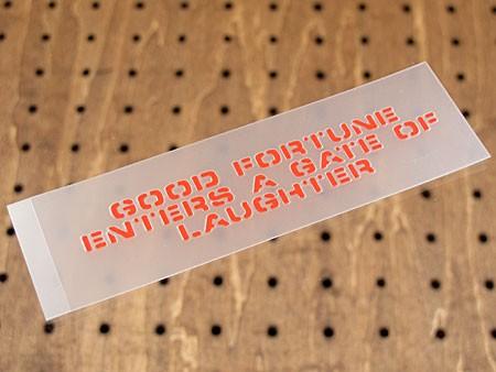 アメリカンミリタリーステンシル転写ステッカー 「笑う門には福来たる」