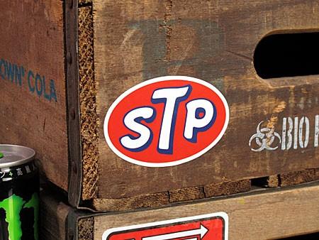 ステッカー STP OILの使用例