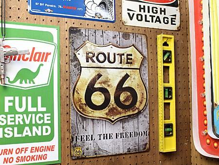アメリカンインテリアプレート ルート66(ROUTE66) FEEL THE FREEDOM A サイズMの使用例