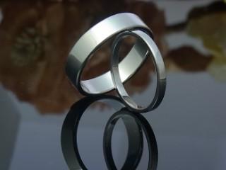平打ち結婚指輪