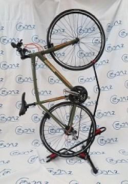 DS-800AKI 自転車縦置きと後輪アジャスタ