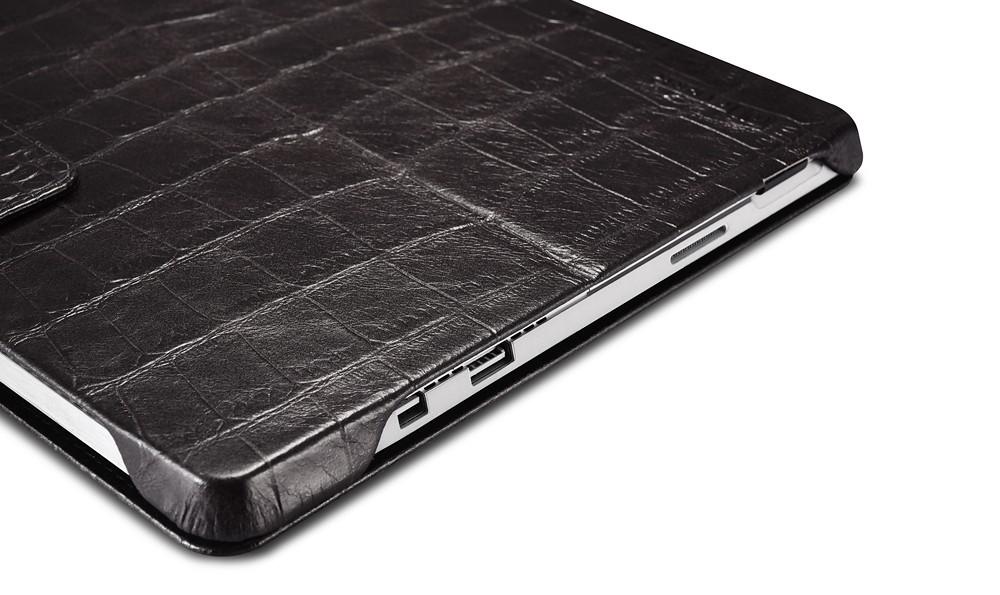 Microsoft SurfacePro4専用のクロコダイル柄レザーケースのサイド穴部分