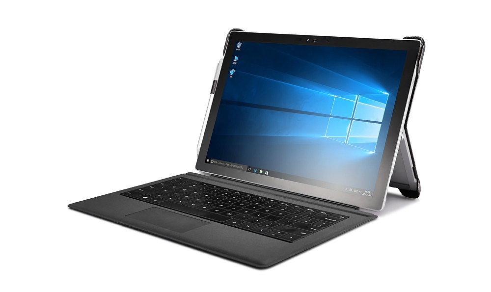 Microsoft SurfacePro4用のクロコ柄レザーケースのキーボード使用イメージ