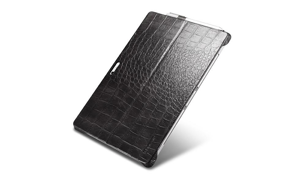 Microsoft SurfacePro4用のクロコ柄レザーケースの裏側
