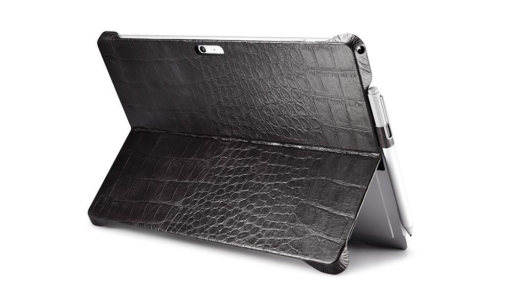 Microsoft SurfacePro4用のクロコ柄レザーケースのスタンド使用2