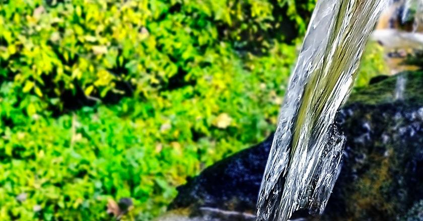 汲み上げた天然水