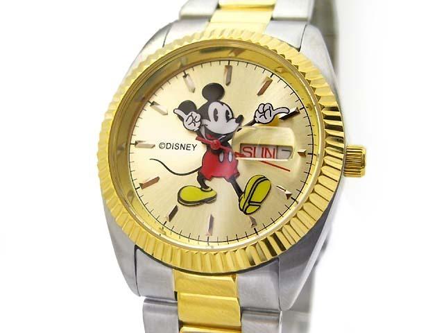 ミッキーマウスの腕が分針と時針に