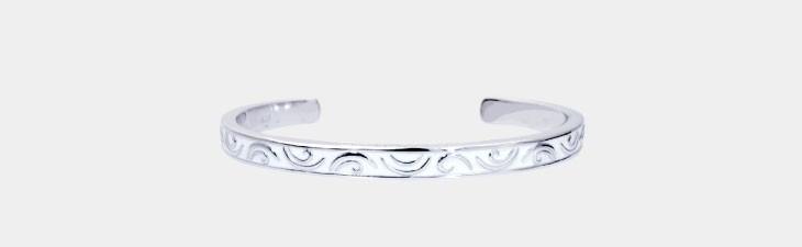 ブランド LARA Christie(ララクリスティー)のセイントグラス バングル(ホワイトレーベル)の正面画像。