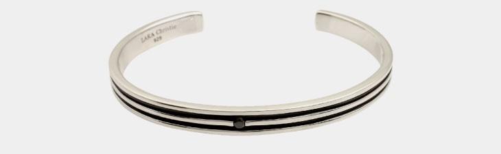 ブランド LARA Christie(ララクリスティー)のオリンピア バングル(ブラックレーベル)の正面画像。