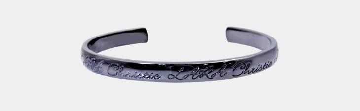 ブランド LARA Christie(ララクリスティー)のロマンス バングル(ブラックレーベル)の正面画像。