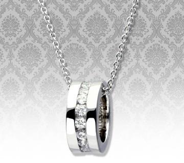 セレイナ・アンが着用したブランド、ララクリスティーのエタニティーネックレス レディース