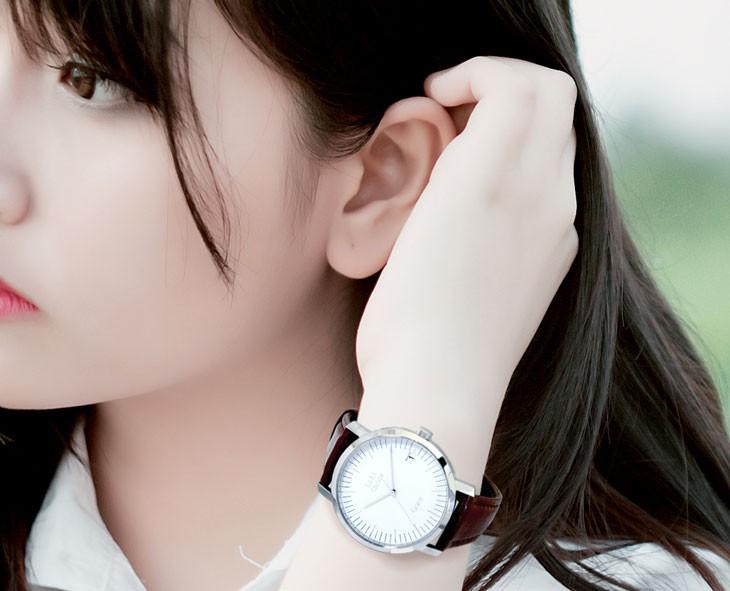 ブランド LARA Christie(ララクリスティー)のグレース 腕時計 レディース ウォッチ(ホワイトレーベル)の着用画像。