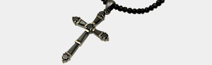 ブランド LARA Christie(ララクリスティー)のホーリー クロス ネックレス BSモデル(ブラックレーベル)の全体像。