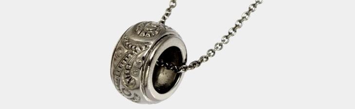 ブランド LARA Christie(ララクリスティー)のラパス ネックレス(ブラックレーベル)の全体像。