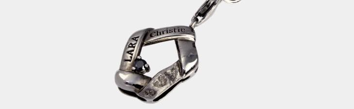 ブランド LARA Christie(ララクリスティー)のリンケージ ストラップ(ブラックレーベル)の全体像。
