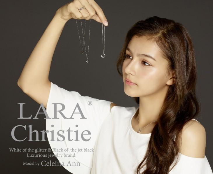 ララクリスティー micro miniコレクションのアクセサリーを着用しているセレイナ・アン