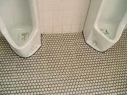 トイレタイル床汚れ除去後