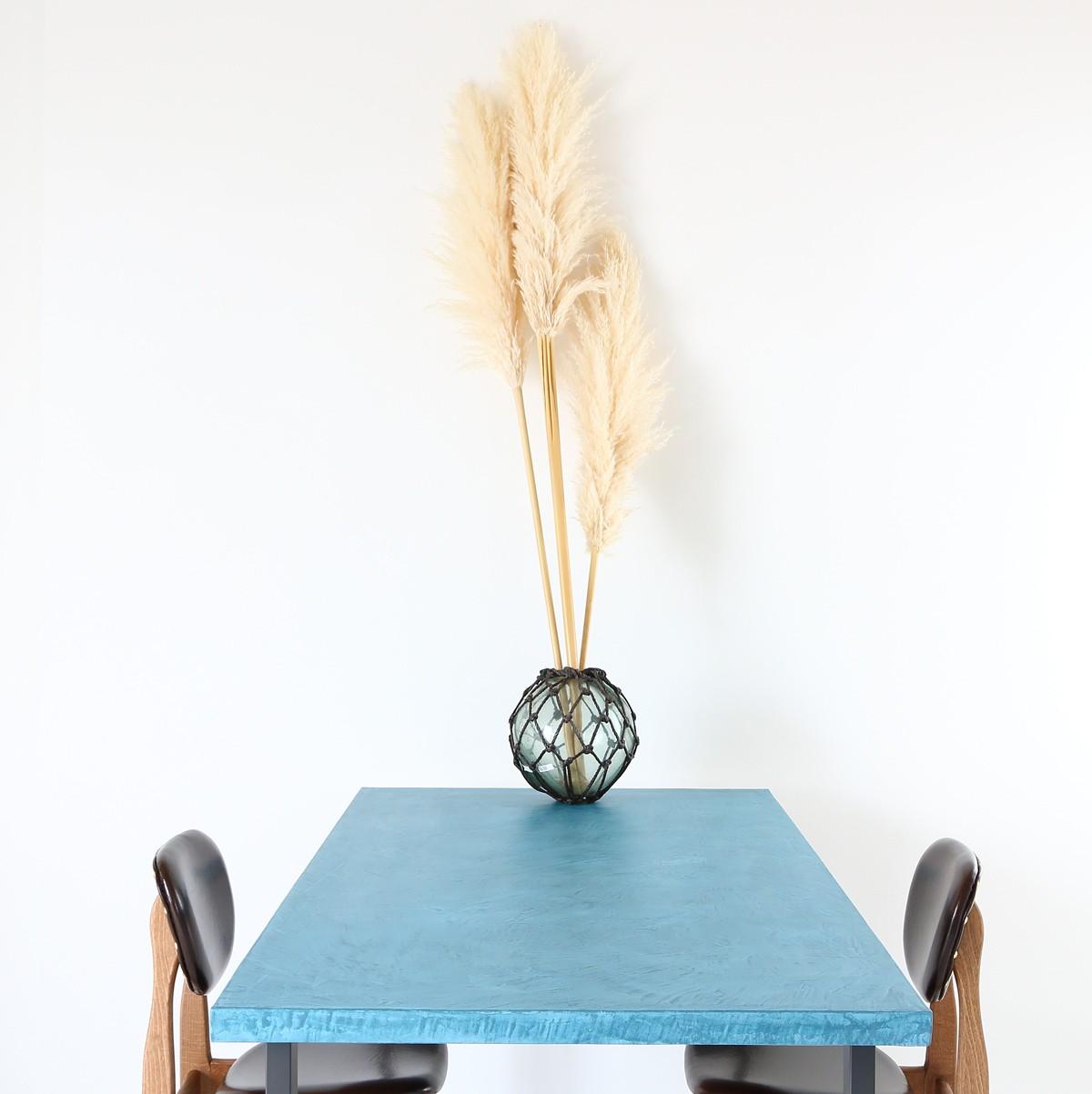 MORTEXのテーブルは左官職人が仕上げる世界で一枚のテーブル