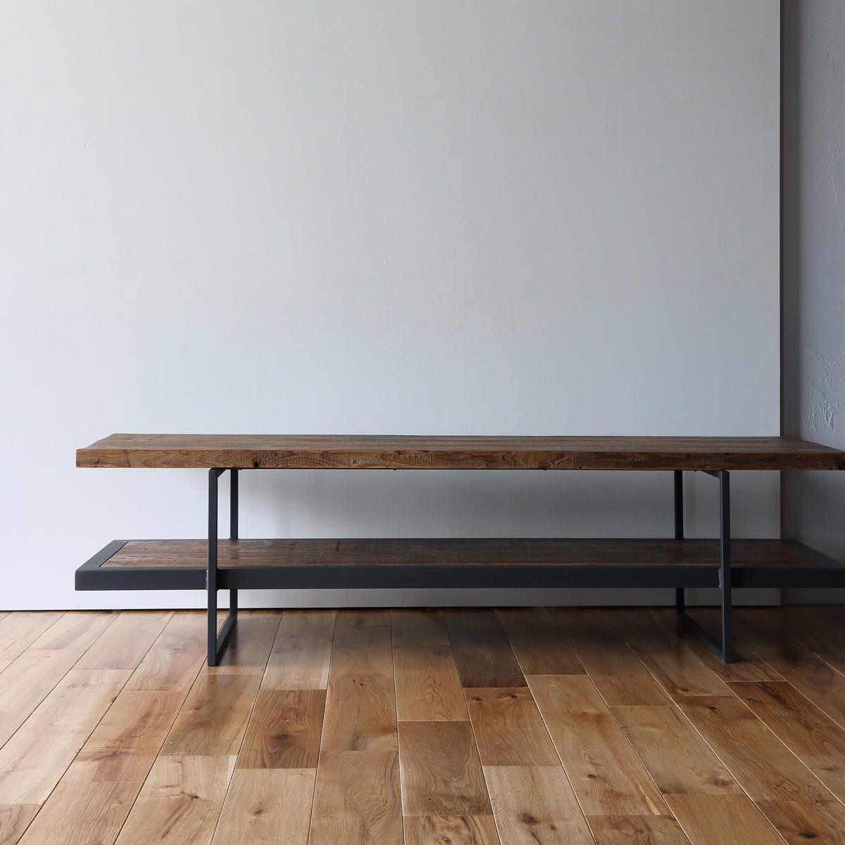 古材を使った家具とインテリアに相性よいリノベーション物件のテレビボード