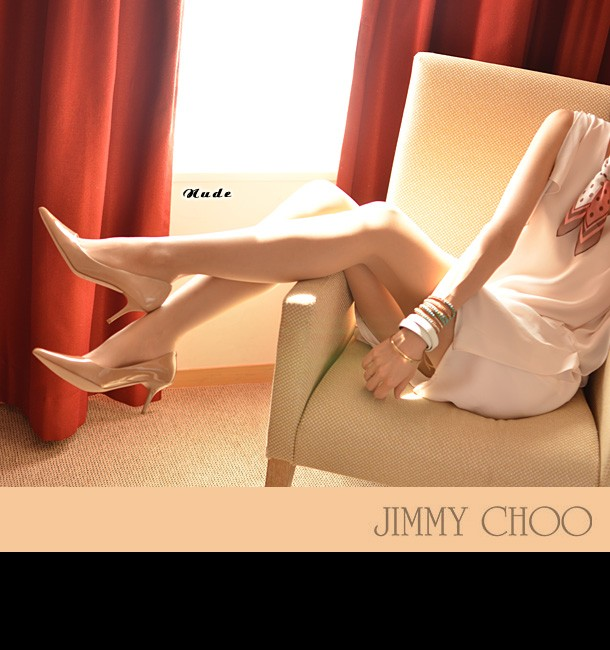 【JIMMY CHOO】ジミーチュウ/AURORA(オーロラ)/Patent65/Choo247/パンプス/ヒールパンプス/ベージュ/エナメル/ポインティッドトゥ(ポインテッド/尖った)/ローヒール/ピンヒール/ヒール/エナメルパンプス/パテントレザー/ジミーチュー/ルブタン/靴/新作/正規品 モデル着用写真