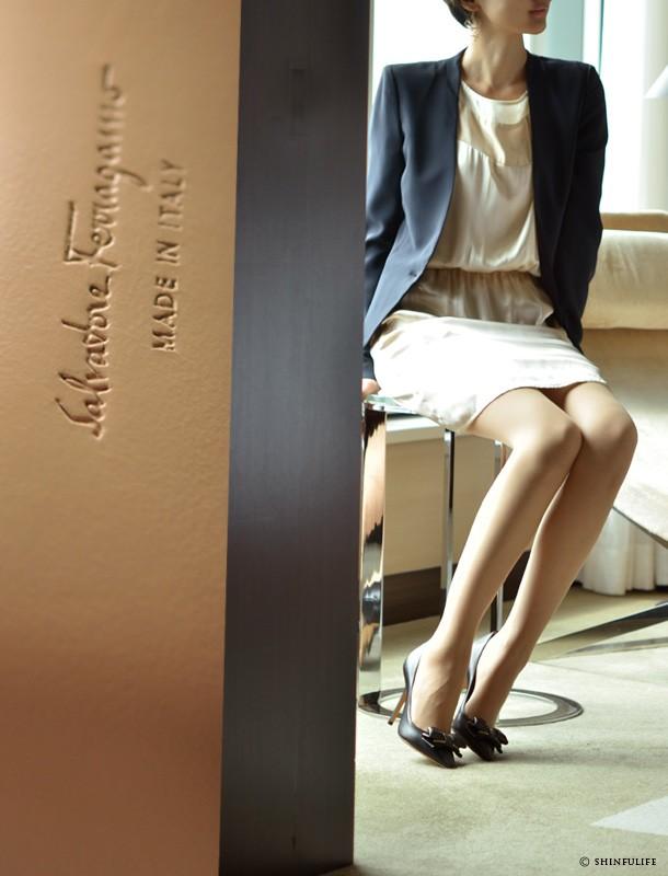 靴の女王のセクシーパンプス。サルヴァトーレ・フェラガモ(Salvatore Ferragamo)【RUNA】ルナ/パンプス/ヒールパンプス/リボンパンプス/ヴァラ/ヒール/新作/ブラック/黒/ポインテッドトゥ/10cm/ハイヒール/フェラガモ/サルヴァトーレフェラガモ/正規品/レディース/靴 モデル写真 ブラック