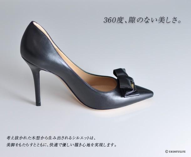 考え抜かれた木型から生み出されるシルエットは、美脚をもたらすとともに、快適で優しい履き心地を実現します。