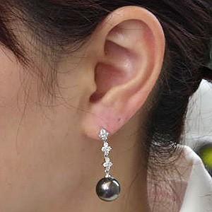K18WG タヒチ黒蝶真珠 ピアス :タヒチ ブラックパール パール 真珠 ホワイトゴールド ダイヤモンド